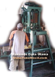 mesin-cetak-kerupuk-5-maksindotangerang