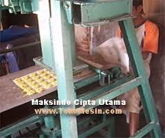 mesin-cetak-kerupuk-7-maksindotangerang